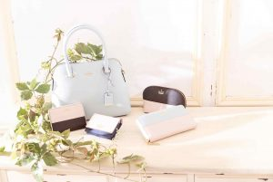 インスタグラム用、バッグ&小物商品撮影の写真です。クライアントはAMAZING CIRCUSです。(8n-112)