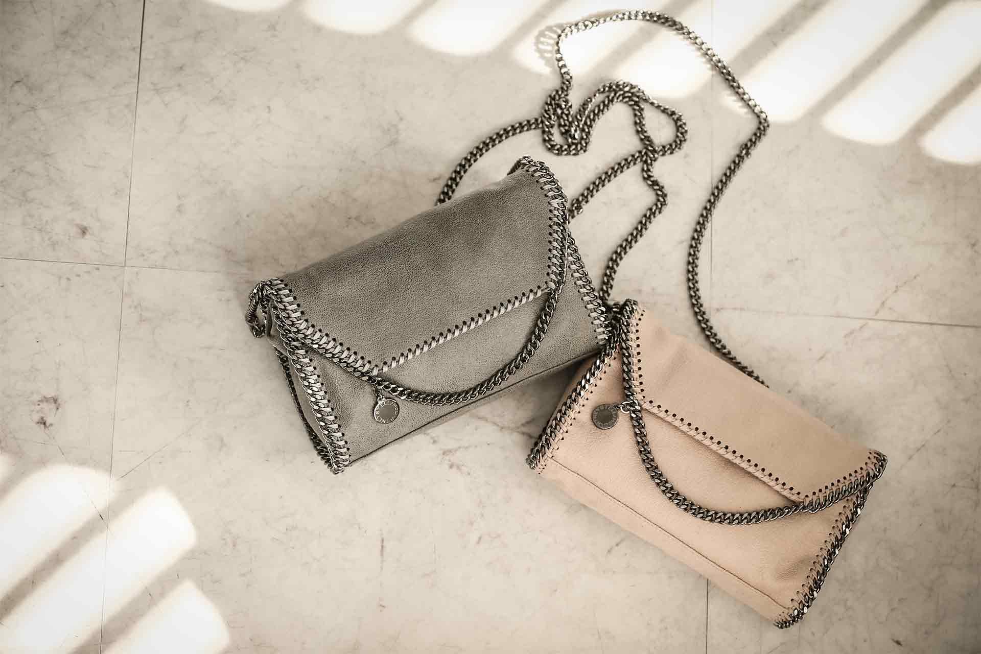インスタグラム用、バッグ&小物商品撮影の写真です。クライアントはAMAZING CIRCUSです。(8n-111)