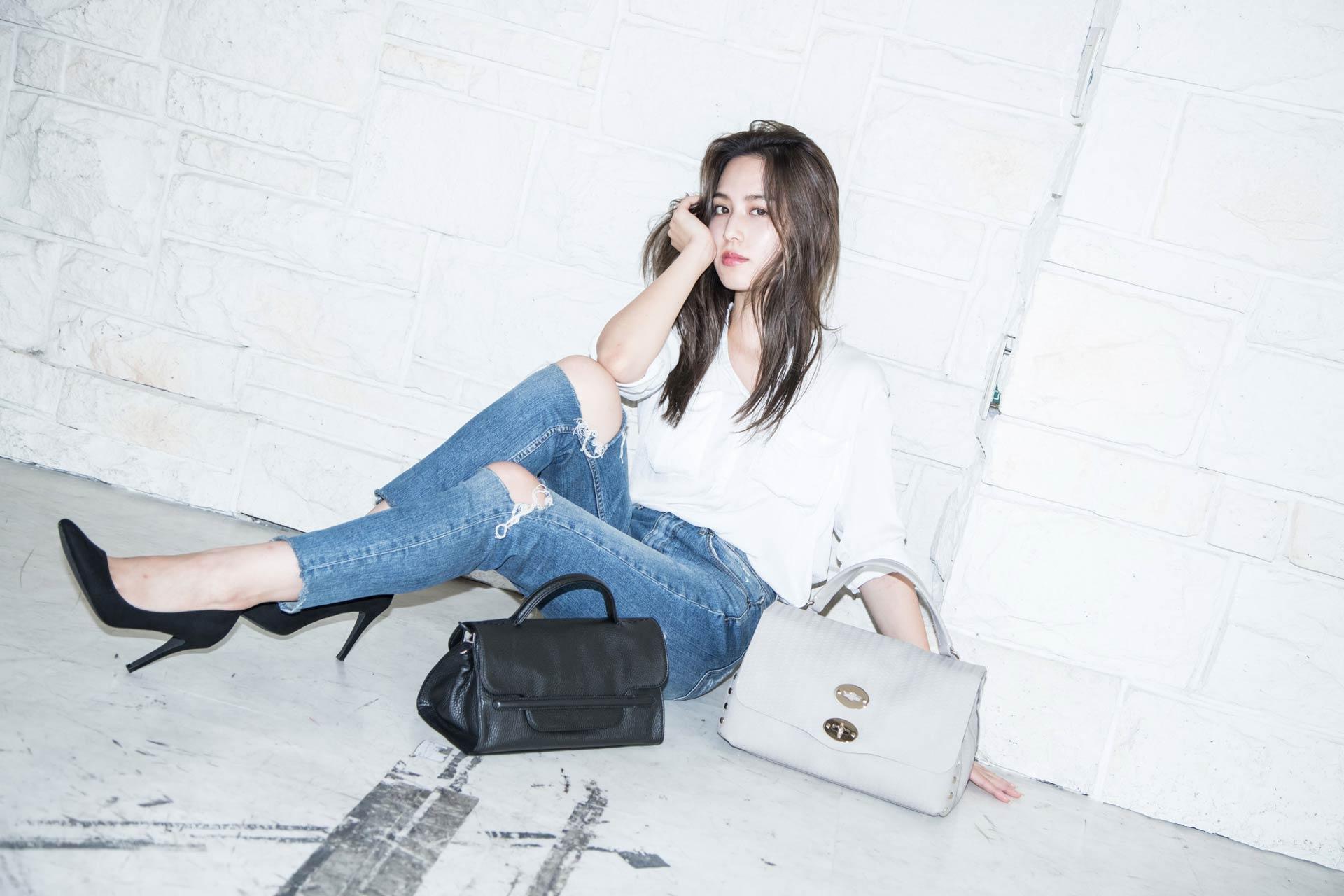 LP(ランディングページ)用、バッグ&小物ファッション モデル レディース撮影の写真です。(1p-187)