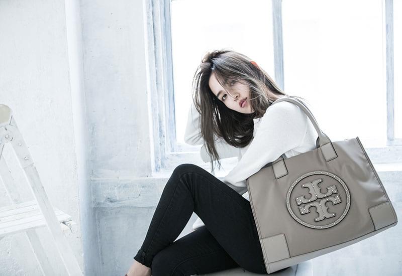 バナー(広告)用のバッグ&小物ファッション モデル レディース撮影、アイキャッチ画像(1k-161)