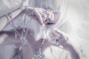 ウェブサイト(WEB)用、ジュエリー&アクセサリーファッション モデル レディース撮影の写真です。(1o-160)