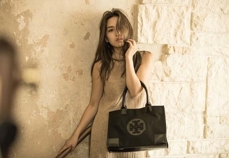 バナー(広告)用のバッグ&小物ファッション モデル レディース撮影、アイキャッチ画像(1k-184)
